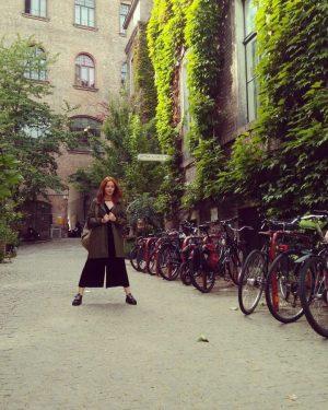 A це просто Наталка ще твердо стоїть ногами у Відні, в той час ...