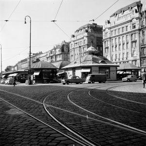 Naschmarkt 1961 2019. Der Naschmarkt im 6. Bezirk ist der größte innerstädtische Markt der ...