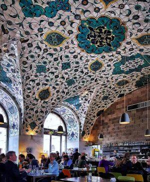 #çorbacı #vienna #wien #vienna🇦🇹 #austria🇦🇹 #austria #oesterreich #österreich #museumquartier #architekturzentrumwien #azw #cafe #cafeculture #interior #design #interiordesign #wiener