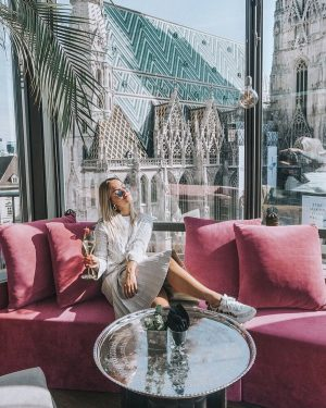 Mondays are just better up here. 🎀 . 📸 x @signemengote . #docohotelvienna ...