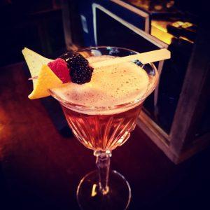 Der Slowfox war schnell getrunken🍸🍸🍸Loosbar🍸🍸🍸toller Cocktail🍸🍸🍸 #slowfoximglas #cocktails🍹 #cocktail #cocktailtime #loosbarvienna #loosbarwien #loosbar #drinktime #drinks🍹 #slowfox #viennagood...