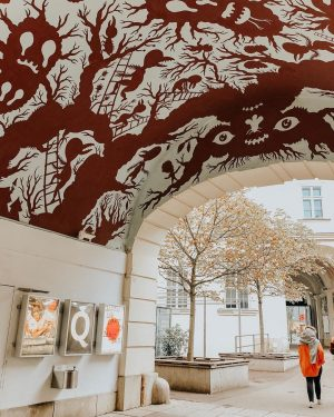 I'm love with these hidden passages. #vienna ________ #museumquartier #wien #passage #art #austria ...