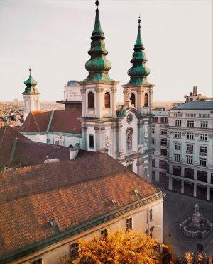 These days, when everything looks so golden 🍂✨ Mariahilferstraße