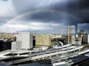 Die schönen Dinge des Lebens sehen #wienerhauptbahnhof #regenbogen #lovenature #vienna #wienstagram