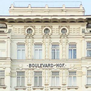 Details from Vienna. 💕 #Architectureinvienna by Ely Wasserstrom #Fassade #BoulevardHof #jugendstilinwien #wienertypografie #LinkeWienzeile