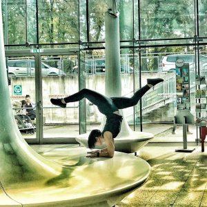 Ganz schön sportlich starten wir in den Tag! Thx @baembooo for this nice yoga pose! 🧘♀️ #repost...