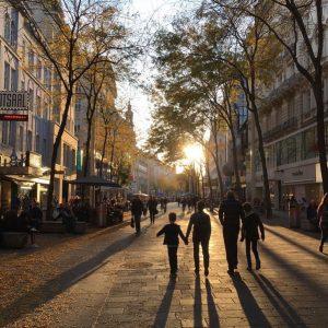 #wien #1070 #mariahilferstraße #autumn #sunset #herbst #family