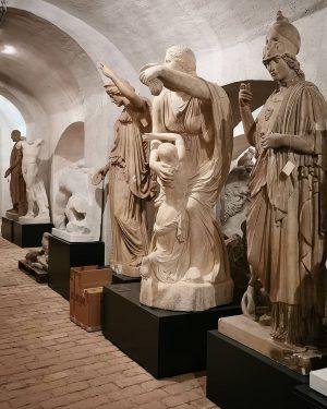 Affektarchiv #wien#vienna#austria #glyptothek#statuen #akademiegalerie #akbild#skulpturen #latergram#instawalk #wienmalanders #meinwien#wienliebe #1000thingsinvienna #viennasights #viennaclassics #schöneswien#visitvienna #wiennurduallein #statue#europe_vacations