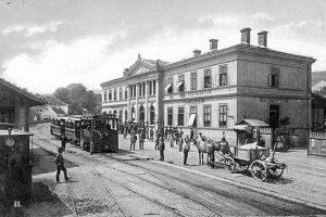 (1900/ÖNB/Wien Wiki) Talstation Kahlenbergbahn. In Erwartung der Wiener Weltausstellung von 1873 wurde 1873/1874 eine Zahnradbahn (die erste...
