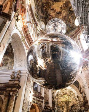 Неймовірної краси храм, в якому перехоплює подих, що внизу, що піднявшись на висоту ...