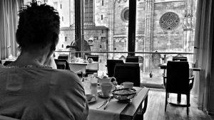 Seitenblicke . 😎🏰💙 - #vienna #viennalover #wien #hotel #stephansplatz #austria #photography #bw #citytrip #citylife #travel #withmywife #lovemybabyfürimmer...
