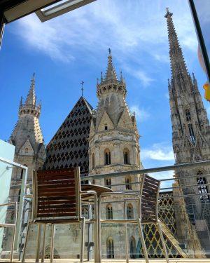 Wow 😍 von dieser #terasse hat man den schönsten #blick auf den #stephansdom 😍 #wien#vienna#viennanow#visitvienna#visitaustria#austria#view#ausblick#amazing#wunderschön#iphonephotography#hobbyfotograf#hobbyphotographer#travelblogger#travel#instagood#instatravelling#cathedral#church Boutique Hotel...