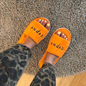 Kinda into these bright slippers 🧡 #wheninandaz #andazvienna #writerslife #hotellife #luxurytravel #womenwhotravel #newyorkwoman #wanderlust @blackbookmedia_ Andaz Vienna...