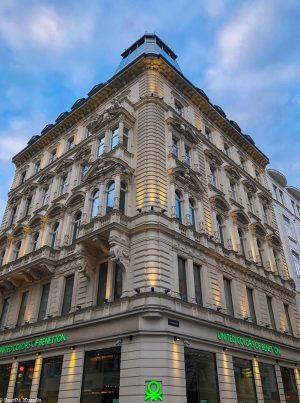 Lit!! . . #facade #facadelovers #facadedesign #facadedetail #clearsky #summervibes #austriansummer #vienna #viennaaustria #wienstagram #travelphotography #travelgram #viennastagram #visitaustria...