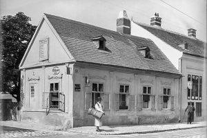 (1902/ÖNB Stauda/Wikipedia, Wien Wiki) Gersthofer Straße Nr. 85 (damals 63) in Währing, benannt 1894 und 1912 Einbeziehung...