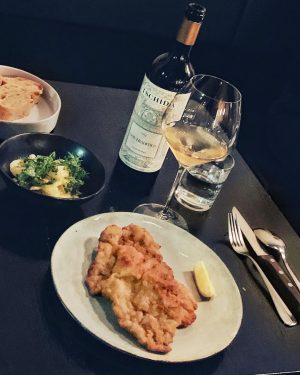 Tradition and Non-Tradition! O Boufés and @konstantinfilippou gave us a textbook surprise-Wiener schnitzel, winemaker Christian Tschida the...