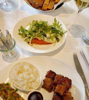 Möge Euer Wochenende lang und die Teller stets voll gefüllt sein. 😍 Wir freuen uns auf alle...