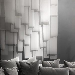 ⬜️⬜️⬜️⬜️⬜️ #geometric #scandinaviandesign #vienna #interiordesign #design #of #light @boliacom 26EAST Bar