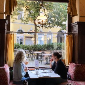 before sunrise✨☕️ . . . #비엔나#비엔나여행#카페스페럴 Café Sperl