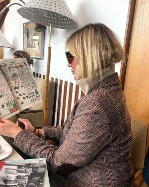 Притвориться иностранкой ✅ #done Читать газету в темных очках ✅😁 Café Prückel