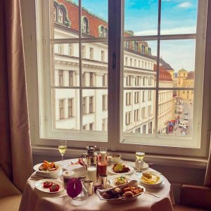 Room service with a view. @parkhyatt @parkhyattvienna is perfect for cosy mornings. #travel #austria #visit #austria #foodlover...