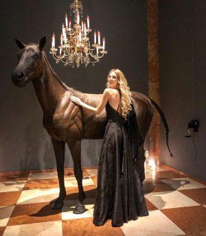 Wie aus einem Märchen! In einem traumhaften Kleid von @boutique_atelier_nice ❤️ im wunderschönen ...