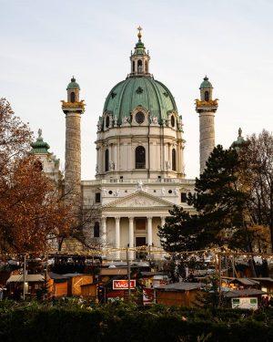 Karlsplatz in Weihnachtsstimmung 👀