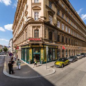 Wusstet ihr dass die Favoritenstraße früher Wimpassinger Weg hieß? Weil die Straße nach Ungarn führte, wurde sie...