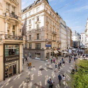Der Kohlmarkt erstreckt sich vom Michaelerplatz bis zum Graben und zählt mit seinen zahlreichen Juwelieren zu den...