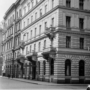 Johannesgasse 23, 1940|2019. Im 1872 erbauten Eckhaus zur Schellinggasse befand sich einst das Hotel Tegethoff. Heute ist...