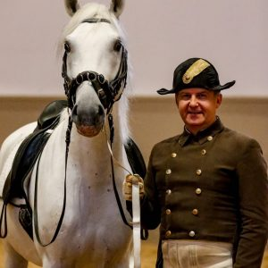The dream team Lipizzaner Favory Troja and chief rider Andreas Hausberger 🐎🐎🐎🤩 (c) Petra Kerschbaum #spanischehofreitschule #lipizzaner...