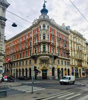 #vienna #wien #austria #architecture #architecturephotography #travel #travelphotography #beautiful #amazing #best #city #citylife #instagram #photo #autumn