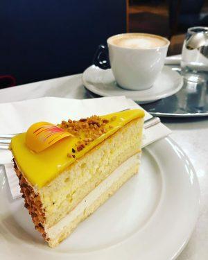 Поход по венским кофейням это одно удовольствие 😍Одно из моих любимых это Cafe Central, где когда-то гостями...
