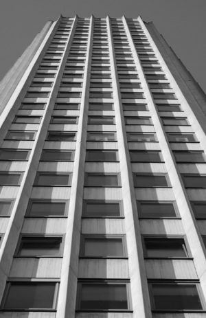 Der Maiskolben (Volksmund)... . . . . . . . #maiskolben #ringturm #anarchitecture #volksmund #volksmundkoeln #perspective #archilovers...
