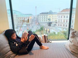 ลูกอ่านจริง หม่ามี้อ่านปลอม The Guesthouse Vienna
