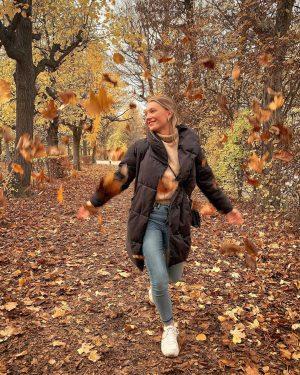 Beetje blaadjes gooien in Wenen. Je moet wat hé 🍂 - #autumnvibes #autumn #autumnleaves #vienna Schloß Schönbrunn