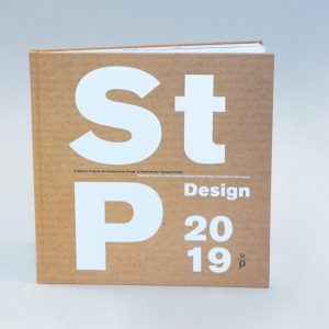 """Der Katalog """"Staatspreis Design 2019"""" mit Jury-Begründungen und Beschreibungen aller prämierten Projekte ist im designforum Wien und..."""