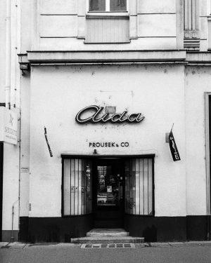 #vienna #filmphotography #filmisnotdead #filmisalive #staybrokeshootfilm #believeinfilm #analogforever #everybodyfilm #ishootfreshfilm #wearefilmfolks #filmshooterscollective #blackandwhite #bnw #streetlensmag #streetphotography_lovers_