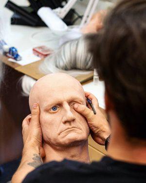 In der Head-Manufaktur drücken wir gerne ein Auge zu! 👁 __ #KönigKarotte #Maskenwerkstatt #Headless #Head #Kopflos #Kopf...
