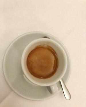 Espresso @zumschwarzenkameel #zumschwarzenkameel #schwarzeskameel #goldenesquartier #espresso #downtown #boxenstop #coffeebreak #ristretto #espressolove #derespressodanach #coffee ...