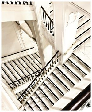 #treppenhausfreitag in #Wien #staircasefriday #staircase #treppenhausliebe #treppenhausfreitagsvirus #stairs #treppen #hommageaescher #hommage_a_escher #vienna #albertinamuseum #albertina #austria Albertina Museum