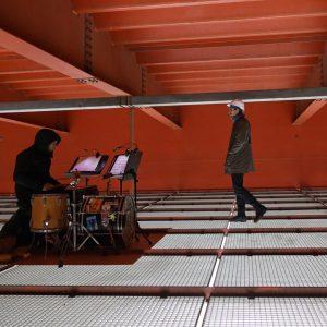 Grandios ! #Schlagzeug #Konzerte mit Booten, Schwänen, Autos, Wasserrauschen IN/UNTER der BrigittenauerBrücke @wienmodern #ModifiedGrounds #WienModern von #JudithUnterpertinger...
