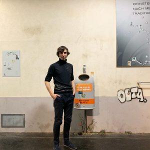 Alfredo Barsuglia recreated a Viennese street in the basement of Vienna's Kunstforum. Trompe ...
