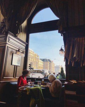사랑 넘치는 외국인 부부랑 합석한 100년도 더 된 카페 #슈바르첸베르크 걷다가 공원 보이길래 ...