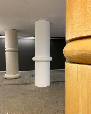 Caramel und Spritzbeton ⚪️⚪️⚪️ #viennaartweek #makingtrough #GiselaStiegler @viennaartweek #Spritzbeton #Beton #concrete #kunstharz #redin ...