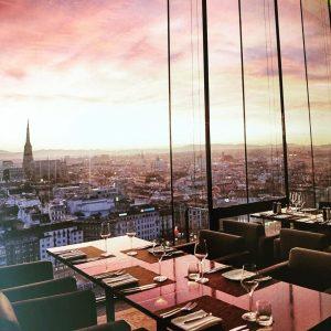 So/vienna는 조식 식당이 정말 최고 👏 비엔나를 한눈에 볼 수 있는 이곳. 잊을 ...