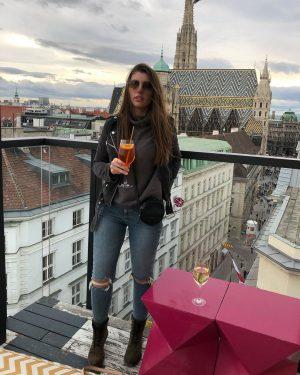 Vienna🇦🇹 #wien #discovervienna #travel #fashion #ootd #friendshipgoals LAMÉE ROOFTOP