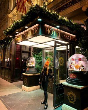Romantic time in Sacher Hotel Wien 🇦🇹🎄❤️ . #christmastime #sacherhotel #gateaway #trip #Wien #nightout #goodmood #letsgo #weihnachten...