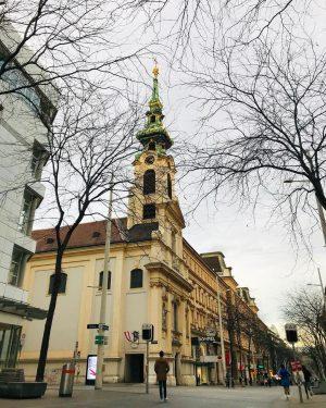 Embora a maior parte da cidade esteja com as árvores amareladas. Aqui na ...