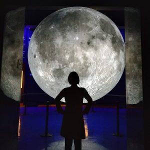 Standing in front of the full moon... #nhm #vienna #museum #sunday #glücklichesweibchen #glücklichergerhard #fantastisch NhM Naturhistorisches Museum...